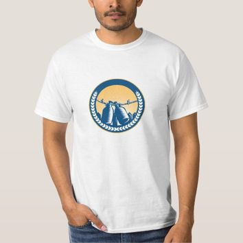 Growler Hanging Clothesline Fence Circle Woodcut T-Shirt