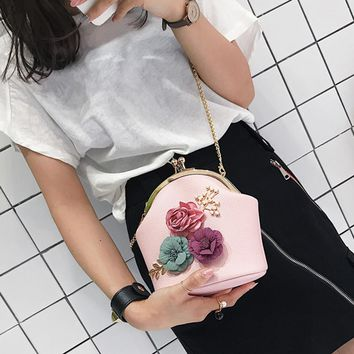 Women Fashion Stereo Flowers Shoulder Bag Ladies Small Vintage Tote Bag Purse Chain Handbag Messenger Bag Clutch Bag for Girls