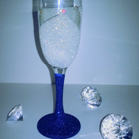 Stunning champagne flute, perfect for wedding toast, Birthday, Christmas, Christening, Baby shower and more!