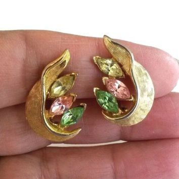Vtg Pastel Marquise Rhinestone Textured Gold Tone Earrings Omega Clip 1960s