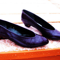 vintage deep purple leather kitten heel shoes. Liz Claiborne. Made in Spain.  purple flats. purple pumps. size 7M