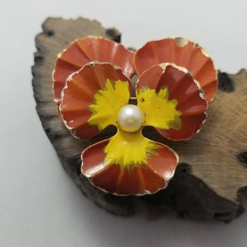 Weiss signed neutral pansy vintage brooch with pearl center