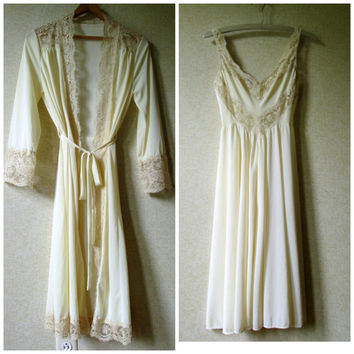 Peignoir Set robe nightgown silky lingerie romantic honeymoon lingerie champagne beige lace Mad Men vintage 70s women small Olga Bodysilk