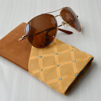LYRA 1 glasses case - Genuine suede leather with handmade beadworking for fabric.