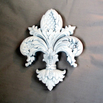Fleur de lis Wall Art Shabby Chic Plaque White Resin Vintage Collectible Gift Item 2230