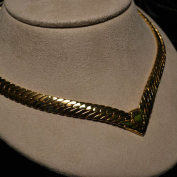 On Sale Vintage gold tone chunky collar necklace in a herringbone design W-#295
