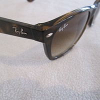 Ray Ban brown frame New Wayfarer sunglasses. With case.RB 2132.