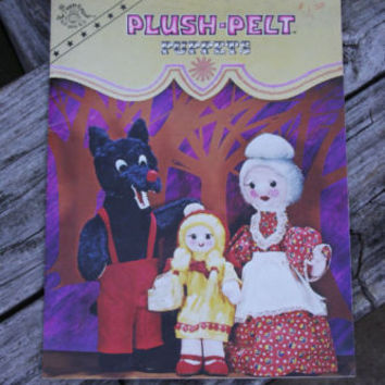 Plush Pelt Puppets Sewing Projects Vintage Retro Craft Pattern Booklet 1970's