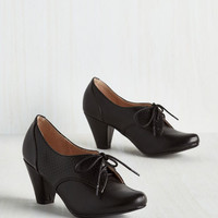 Menswear Inspired Swing Along Heel in Noir