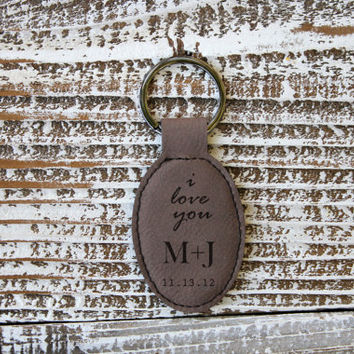 Personalized Brown Leather Keychain -Vertical Text