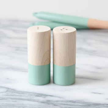 Wood Salt and Pepper Shaker Set - Eucalyptus | Wedding Table Salt and Pepper | Wedding Favors | Kitchen Decor | Hostess Gift