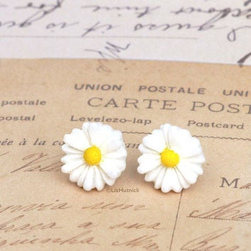 Daisy Earrings. White Resin Flower Studs.