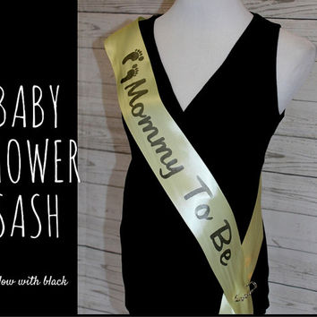 Mom to Be Sash - Personalized For Mommy to Be to wear at Baby Shower, Diaper Party or Baby Sprinkle, Comes with a Rhinestone Pin