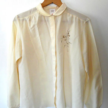 Cream embroidered blouse / elegant / pretty / floral / sage green / vintage / 40s style / round collar / narrow cuff / button up cream shirt