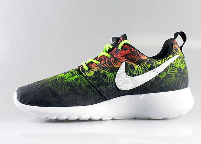 nike kid 39 s roshe run gs exotic floral from kickzstore kids. Black Bedroom Furniture Sets. Home Design Ideas
