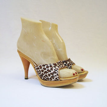 50s 60s Shoes Leopard Fur Mules Vintage Wood Pumps by voguevintage