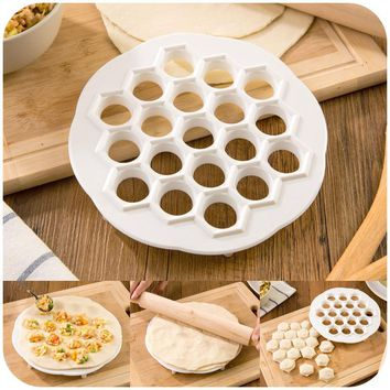 Pelmennica Dumpling Mold Maker Kitchen Dough Press Ravioli Making Mould DIY Maker, Dumpling Pelmeni Mold Pasta Form 19 Holes