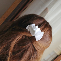 White hair Flower, White Felt flower, Bridal hair flower