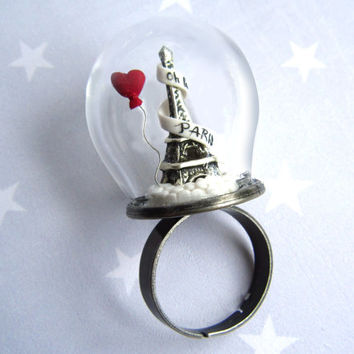 Ring Oh la la Paris with Eiffel Tower and red heart balloon. Ring glass globe