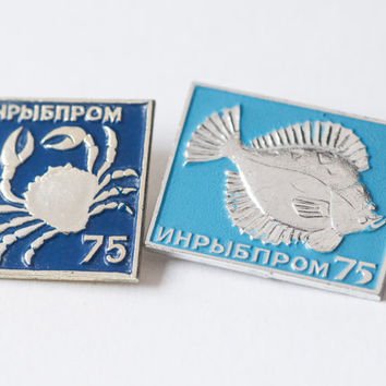 Vintage pins crab and fish badge blue tones1975 Soviet lapel souvenir