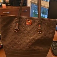 Women bag Louis Vuitton bag. Impeccable condition. Timeless LV bag.