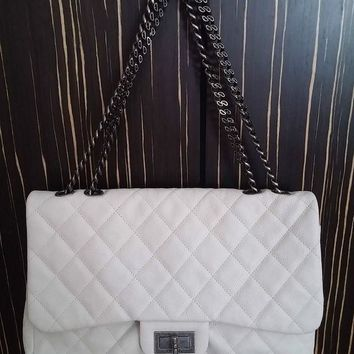 VOND4H Authentic Chanel White Leather Flap Shoulder Bag with Metallic Handle