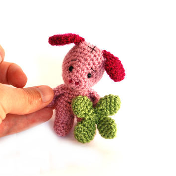crochet pig with four leaved clover, messenger doll, lucky pig, pig doll, miniature pig, little pig doll, collectible pig, wishing luck