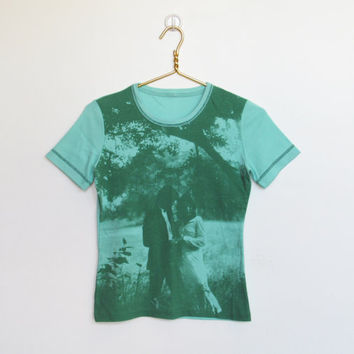 Vintage 1970s Kitsch / Mint Green Photo Print T-shirt / Picture Shirt / Pullover Top