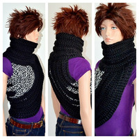 Crochet Katniss Cowl in Black & White