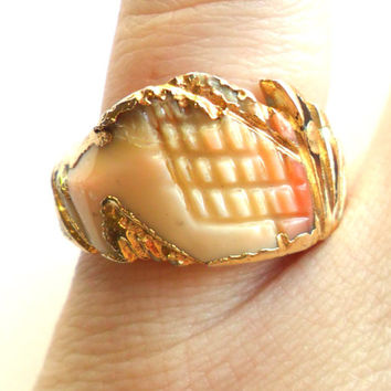 Vintage Carved Shell Ring Gold Leaf Trim Size 7 Abstract Unique One of a Kind Pink Cream Brown Beach Island Boho Style