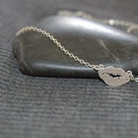silver lips necklace, minimalist necklace, kissing lips, sterling silver everyday necklace, xoxo lip mark