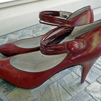 SALE SALE SALE Vintage 70s 80s Brown Heels // 100% Leather // Strappy Buckle // Size 6.5 M