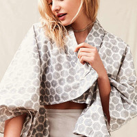 Urban Renewal Recycled Cropped Kimono Top | Urban Outfitters