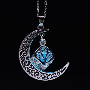 Trendy Romantic Glowing Necklace Crescent Moon Necklace Glow in Dark Pendant Gift Glowing Jewelry Women or Man