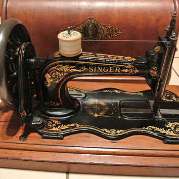 Antique Singer sewing Machine Model 12 fiddle base  hand crank