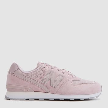 New Balance / 696 Suede in Faded Pink/Rose Sandstone