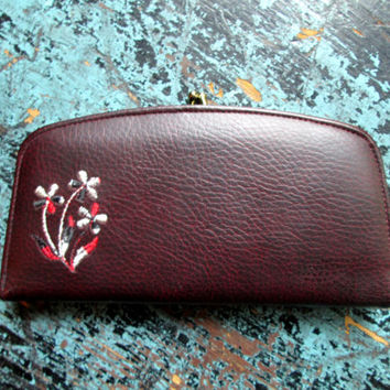 Clutch Wallet kiss lock coin purse vegan faux leather oxblood burgundy dark reddish brown vintage 60s Mad Men style Betty Megan Draper