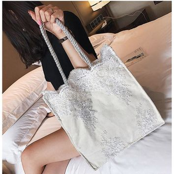Lavimos Summer Women Handbag  Designer Brand Bags Crochet Women Totes Bag Flower Lace Shoulder Bag Big Capacity White Black
