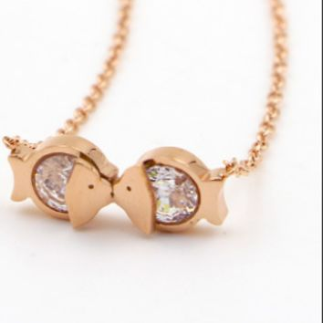 Kiss fish Titanium steel rose gold new mouth fish zircon necklace women's Korean version of the short style of chain anti-allergy accessories.