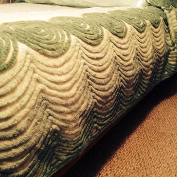 Vintage Green Chenille Bedspread made of 100 percent cotton. EXCELLENT Condition.