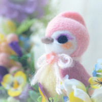 Needle felt wool bird figurine, handmade bird doll, pink color Hershey bird doll, kids gift, gift under 25