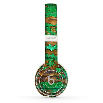 The Chipped Bright Green Wood Skin Set for the Beats by Dre Solo 2 Wireless Headphones