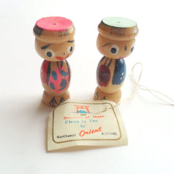 Vintage Kokeshi Doll Pair Bobble Head Wobbler Wobbly Wobble NWA Northwest Airlines Orient Japan Souvenir Airplane Wood Wooden Original Tag