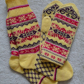 NORWEGIAN Scandinavian Hand Crafted 100% wool socks and mittens set, M / L, folk art, Snowflake