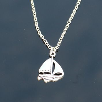 N2086 Vintage Pendant Necklaces Sailing Boat Women Clavicle Necklaces Fashion Summer Beach Jewelry Collares