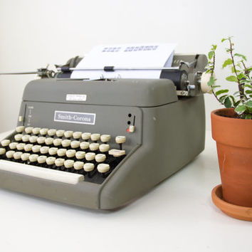 vintage Smith-Corona Pacemaker typewriter / green working antique typewriter / old retro manual type writer