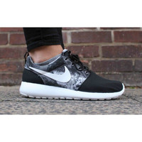 Nike Roshe Run Print Casual Black White OG New in Box! 599432-010 Women's