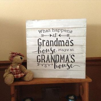Gift For Grandma, Rustic Whitewashed Wood Pallet Sign, Farmhouse Chic Country Decor, What Happens At Grandmas House Stays At Grandmas House