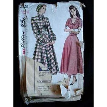 Vintage Sewing Pattern Simplicity #2523 Dress 1940S Small