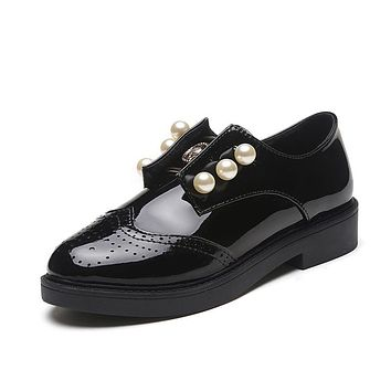 2017 fashion Spring women flats shoes Black vintage Pearl Patent Leather Round Toe Oxford women flats Bullock shoes high quality